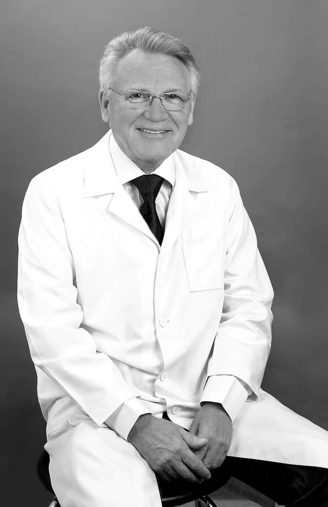 Владимир Берсенев. Врач-невропатолог высшей категории, заслуженный врач Украины, автор научных книг и публикаций